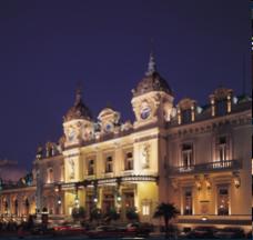 Monte Carlon kasino yövalaistuksessa
